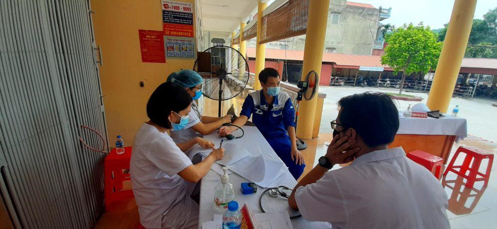 khám sàng lọc tiêm vaccine